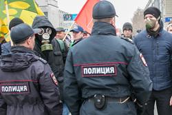 Митинг против строительства мусороперерабатывающего предприятия. Курган, противогаз, респиратор, митинг, полиция, сторонники навального