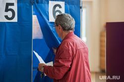 Голосование на выборах в Екатеринбургскую городскую Думу. Екатеринбург , кабинка для голосования, выборы, голосование, избиратель