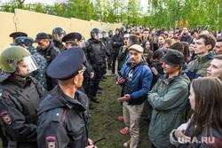 Третий день протестов против строительства храма Св. Екатерины в сквере около драмтеатра. Екатеринбург, полиция, протест, сквер на драме