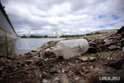 Мусор на набережной Исети. Екатеринбург, мусор, водоохранная зона, бутылка, набережна