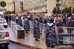 Несанкционированный митинг в районе Пушкинской площади. Москва, люди, ограждение, полиция, росгвардия