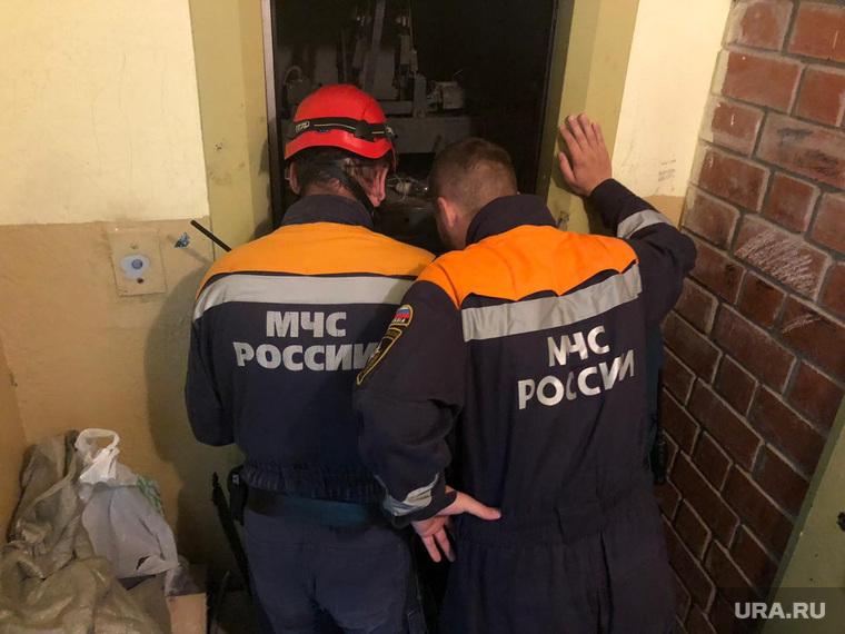Екатеринбург, Латвийская. 37, упал лифт, раздавил рабочего