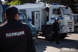 Протесты против строительства храма Св. Екатерины в сквере у театра драмы. Екатеринбург, автозак, полиция