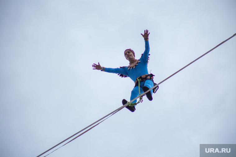 Канатоходец Фридрих Куни ставит мировой рекорд. Пермь