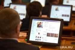 Заседание Правительства  Курганской области. г. Курган, экран, монитор, аккаунт вк, соц сеть, шумков на экране