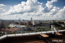 Летняя веранда на крыше ресторана Kitchen. Екатеринбург, вид города, город екатеринбург, летняя веранда