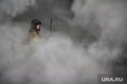 Пожар на улице Карьерной, 30. Екатеринбург, дым, пожарный, пожар, задымление