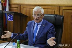 Директор строительной компании ТДСК Щепелин Николай. Тюмень, портрет, разводит руками, щепелин николай
