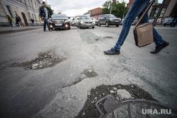 Ямы и трещины на дорогах. Екатеринбург, плохой асфальт