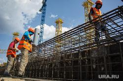 Визит Игоря Шувалова на Центральный стадион. Екатеринбург, трудовые мигранты, строительство стадиона, строитель, рабочие