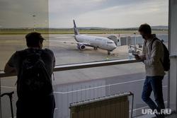 Зал ожидания аэропорта «Кольцово». Екатеринбург, аэропорт, туризм, ожидание, пассажиры, полет, телетрап, аэрофлот, авиалайнер, авиакомпания, туристы, самолет, взлетное поле, боинг 737-800, vq-bhw, федор плевако, пассажирский рукав, перелет