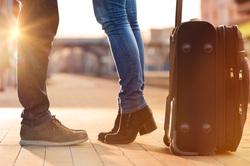 Клипарт depositphotos.com, путешествие, туристы, прощание, отъезд, чемодан, поездка, отпуск, улетать, багаж