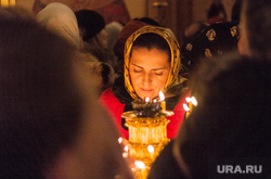 Ночная рождественская служба в Кафедральном соборе Магнитогорска., церковные свечи, храм, молитва, верующие, церковь