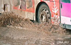 Авто, техника, ЖД и автосервис, грязь, лужа, брызги, общественный транспорт