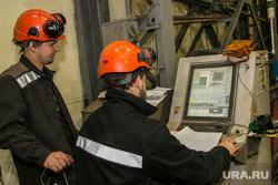 Шадринский Автоагрегатный завод (ШААЗ). Шадринск, станок с чпу, производственный процесс, рабочий у пульта