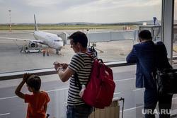 Зал ожидания аэропорта «Кольцово». Екатеринбург, аэропорт, туризм, ожидание, пассажиры, полет, телетрап, аэрофлот, авиалайнер, авиакомпания, туристы, самолет, боинг 737-800, vq-bhw, федор плевако, пассажирский рукав, перелет