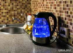 Электрический чайник с подсветкой, миксер. Москва, кухня, электрический чайник, кипяток, кипящая вода