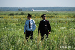 Самолет «Уральские авиалинии», совершивший аварийную посадку на кукурузном поле. Московская область, уральские авиалинии, airbus А321, полиция, сотрудник полиции, аварийная посадка, аэробус а321, эйрбас