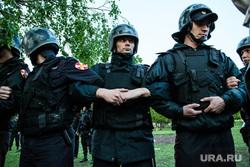 Второй день протестов против строительства храма Св. Екатерины в сквере около драмтеатра. Екатеринбург, росгвардия, охрана территории, росгвардейцы