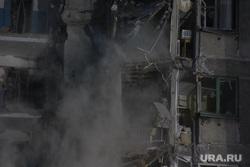Демонтаж 7-го подъезда дома № 164 на проспекте Карла Маркса. Магнитогорск, пыль, обрушение, разрушенный дом