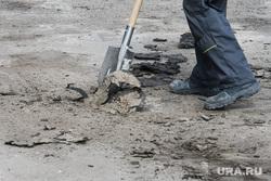 Реконструкция подходов к зданию правительства Свердловской области. Екатеринбурга, лопата, ремонт дороги, ремонт, ремонтные работы, рабочий, тратуары