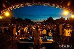 Закрытие фестиваля венских музыкальных фильмов, концерт, сцена, диджей, толпа