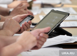 Заседание гордумы Первоуральска по отставке Переверзева.  Первоуральск, смартфон, планшет