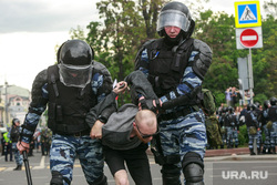 Несанкционированный митинг на Тверской улице. Москва, протестующие, автозаки, несанкционированный митинг, задержание