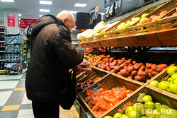 Супермаркет. Челябинск, овощи, продукты, пенсионер, продуктовая корзина, супермаркет, магазин