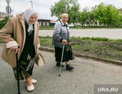 Виды города. Шадринск , пенсионерки, пожилые женщины, город шадринск, бабушки с палочками