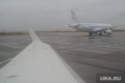 Поселок Тазовский, Новый Уренгой, Ямало-Ненецкий автономный округ, газпром, аэропорт, туман, непогода, крыло самолета