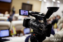 Решетников Максим представил доклад на заседании законодательного собрания. Пермь, камера, сми, законодательное собрание, телеоператор