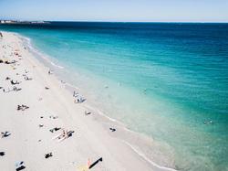 Клипарт unsplash. Josh Spires, отдых, море, туризм, побережье, пляж, песок, отпуск, волны, океан, вид сверху, путешествие, тур, с квадрокоптера