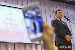 Евгений Куйвашев на торжественной линейке в Гимназии 1. Екатеринбург