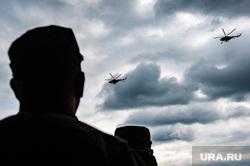 Этап специальных учений материально-технического обеспечения на станции Адуй. Свердловская область, военные, вертолеты, силуэт, военные действия, зрители, военные вертолет