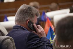 Решетников Максим представил доклад на заседании законодательного собрания. Пермь, разговор по телефону