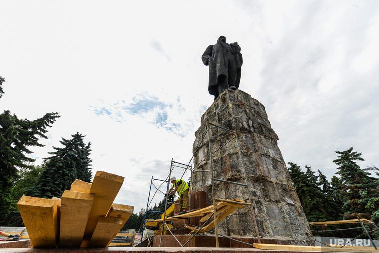 Реконструкция памятника В.И. Ленину на Площади Революции. Челябинск