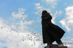 Празднование 9 мая. Челябинск, памятник ленину, шары