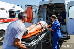Тактико-специальные учения Скорой помощи по спасению пострадавших в ДТП. Челябинск, носилки, скорая помощь, спасение пострадавших в дтп, учения скорой помощи, эвакуация раненных в дтп
