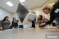 Избирательный участок 803. Подсчет бюллетеней. Челябинск, избирательная комиссия, подсчет бюллетеней, выборы, урна для голосования, избирательный участок803