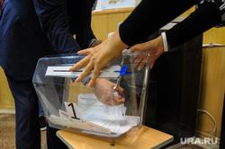 Избирательный участок 803. Подсчет бюллетеней. Челябинск, избирательная комиссия, урна для голосования, переносная урна для голосования