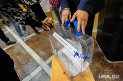 Избирательный участок 803. Подсчет бюллетеней. Челябинск, избирательная комиссия, подсчет бюллетеней, выборы, урна для голосования, избирательный участок803, переносная урна для голосования