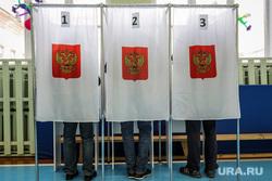 Единый день голосования 2019. Курган, герб россии, избирательная комиссия, кабинки для голосования, выборы, избирательный участок, школьный спортзал, голосование
