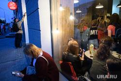 Ural Music Night. Екатеринбург, смартфон, соцсети, сотовый телефон, одиночество, окно, стекло, изгой, уединение