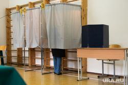 Голосование на избирательном участке №1655. Екатеринбург, кабинки для голосования, выборы, единый день голосования, избирательный участок, голосование, избирательная кампания, выборная кампания