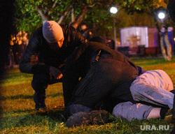 Второй день протестов против строительства храма Св. Екатерины в сквере около драмтеатра. Екатеринбург, беспорядки, задержание, избиение