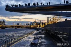 Зимняя Москва, город москва, вечер, парк зарядье, парящий мост