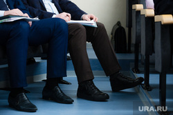 Заседание Думы города. Сургут, ноги чиновников
