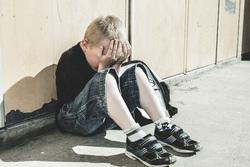Клипарт depositphotos.com, педофилия, детские слезы, маленький мальчик, педофил, детское насилие