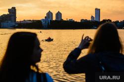 Вечер в Екатеринбурге, река исеть, городской пруд, закат, вечер, лодка
